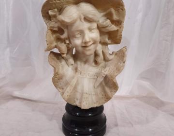 Busto niña con capelina en alabastro cod 11109