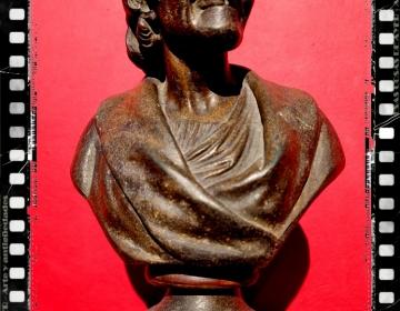 Magnifico busto calamina de Voltaire